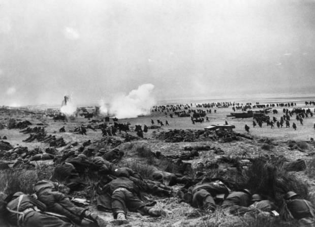 beach-smoke-soldiers