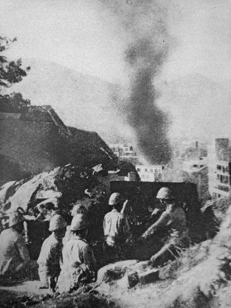 Japanese_Artillery_Firing_at_Hong_Kong,_WWII