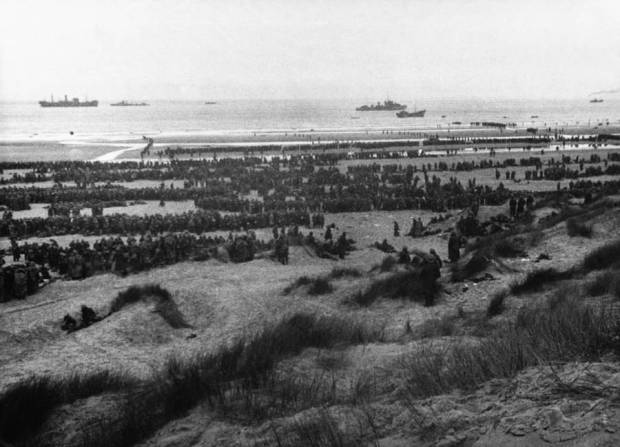many-soldiers-on-beach