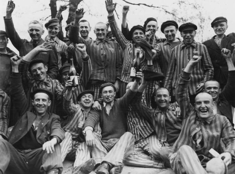 smiling-prisoners