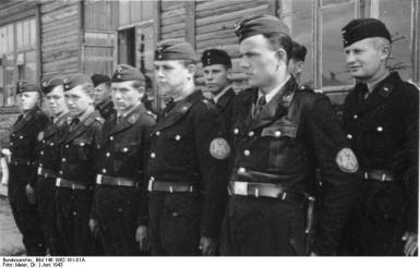 Die ukrainische Wachmannschaft des Torfwerkes, Juni 1943 Einsatzstab Reichsleiter Rosenberg für die besetzten Gebiete - Hauptarbeitsgruppe Ostland Film: 90/32