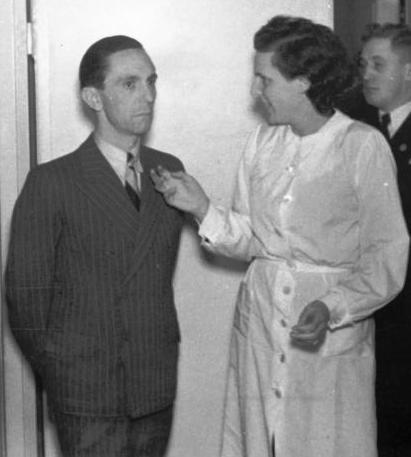 Bundesarchiv_Bild_183-S34639,_Joseph_Goebbels_und_Leni_Riefenstahl_crop