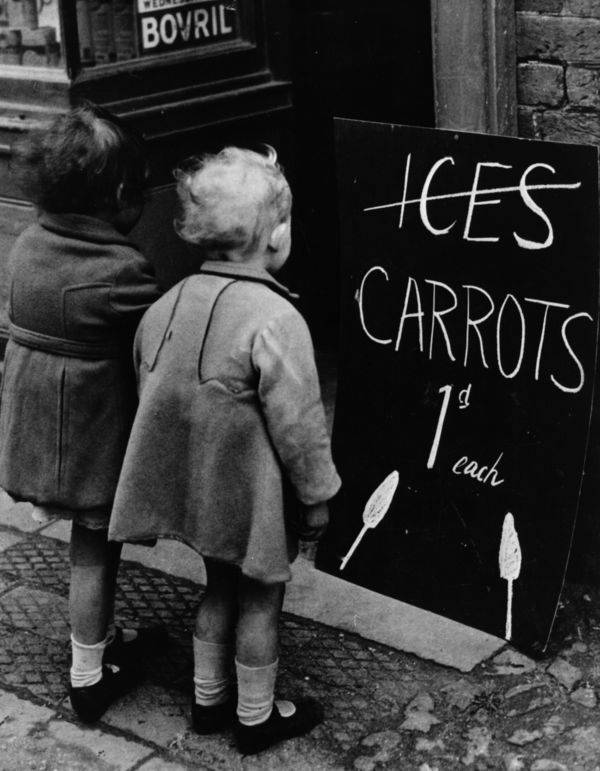 child-looking-at-a-sign-for-carrots