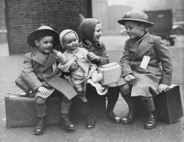 children-sitting-on-luggage