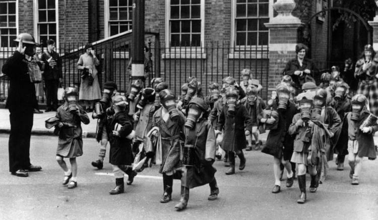children-wearing-gas-masks