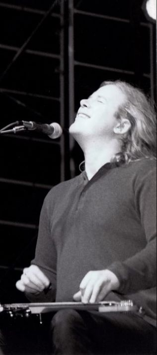 Jeff_Healey_live_1999_-_©_Jeff_Healey_Archives