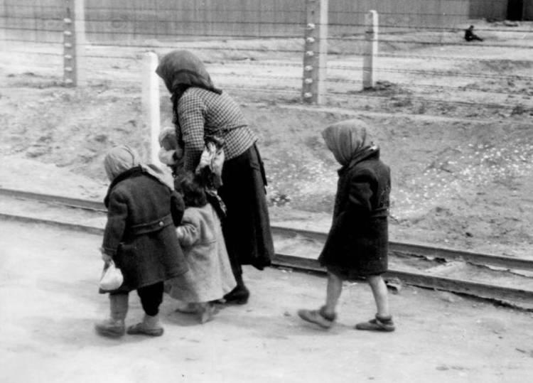 jewish-mother-and-children