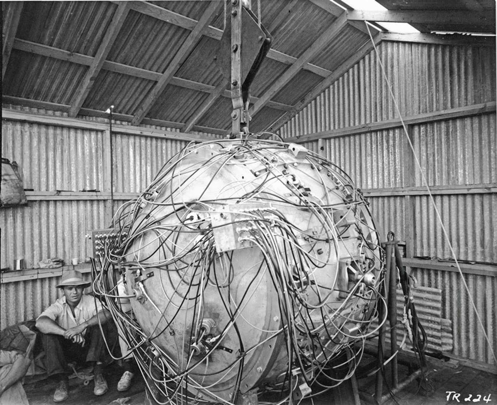 the_gadget_1945_2