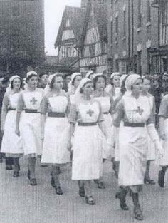 35c21da4efceb74e07b826a0f4b4cd03--vintage-nurse-vintage-medical