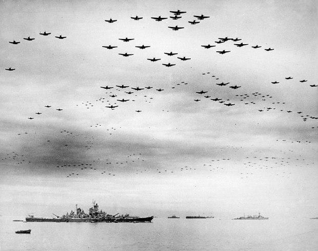 800px-USS_Missouri_(BB-63)_flyover,_Tokyo_Bay,_2_September_1945_(520775)