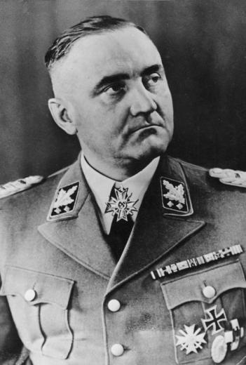 ADN-ZB Gottlob Berger, SS-Obergruppenf¸hrer und General der Waffen-SS, Leiter des SS-F¸hrungshauptamtes, ab 1940 Chef des SS-Hauptamtes Erbwesen f¸r Waffen-SS in Berlin. Er wurde 1944 mit dem Ritterkreuz mit Schwertern zum Kriegsverdienstkreuz ausgezeichnet (unser Bild). Im N¸rnberger-Wilhelmstraflen-Prozess 1949 zu 25 Jahren Gef‰ngnis verurteilt, wurde er bereits 1951 wieder entlassen. (geb. 16.7.1896 in Gerstetten/Wttbg.)