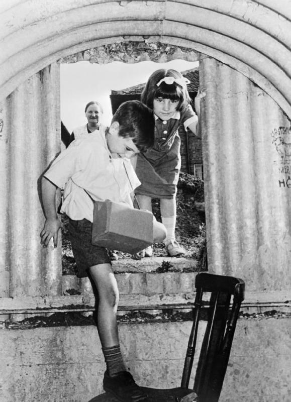 children-entering-bomb-shelter