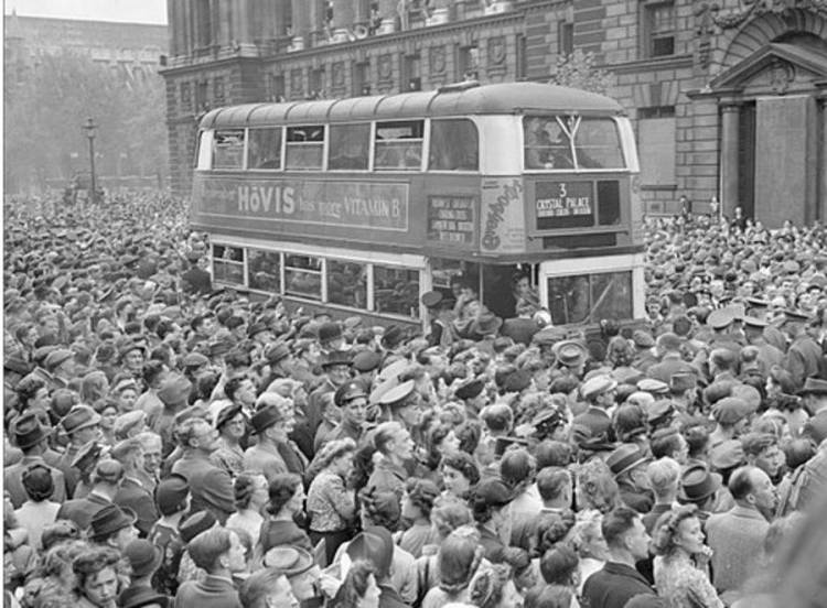 crowds-of-people-surround-a-bus
