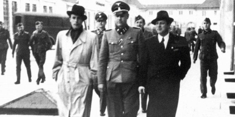 Johannes Heesters besucht KZ Dachau
