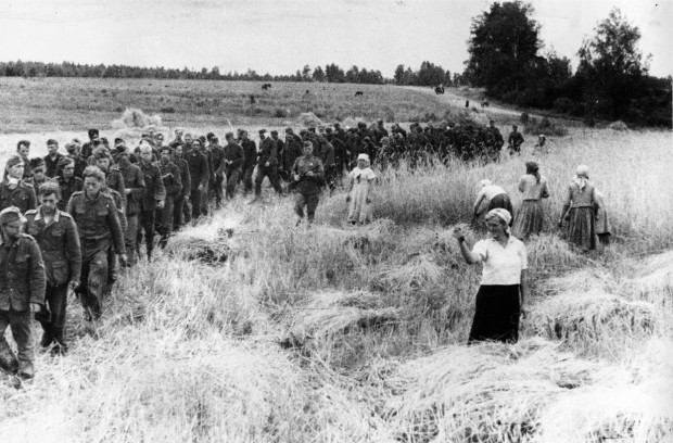 historical-photos-pt9-german-pows-marching-east-1944