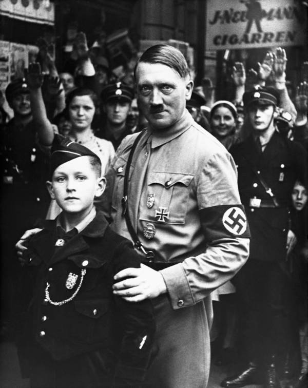 hitler-posing-with-boy