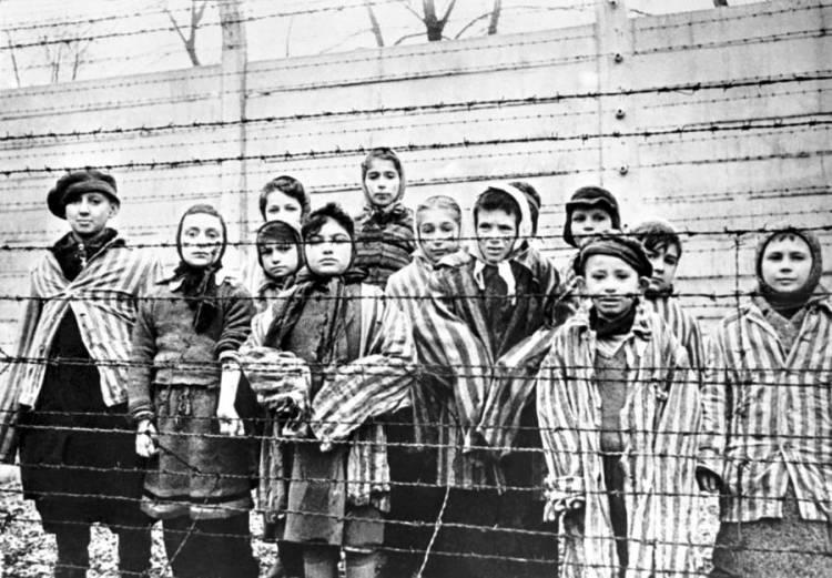 jewish-children-in-camp