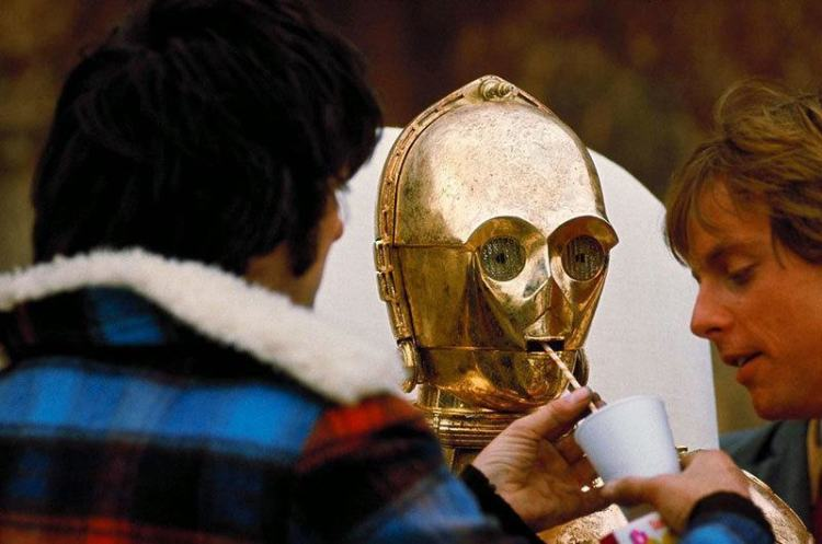 vintage-behind-the-scenes-star-wars-robots
