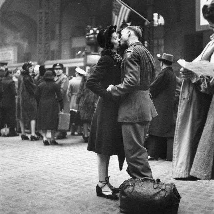 world-war-2-soldier-goodbye