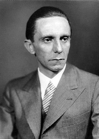 330px-Bundesarchiv_Bild_146-1968-101-20A,_Joseph_Goebbels