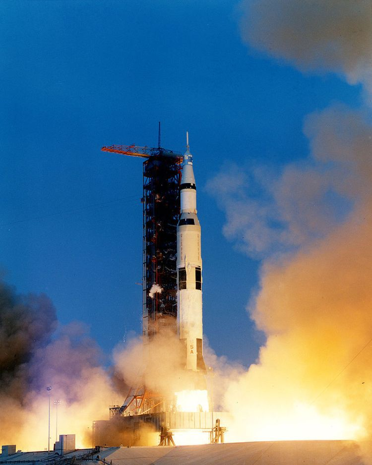 800px-Apollo_13_liftoff-KSC-70PC-160HR