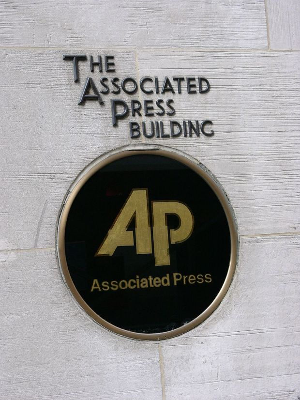 800px-The_associated_press_building_in_new_york_city