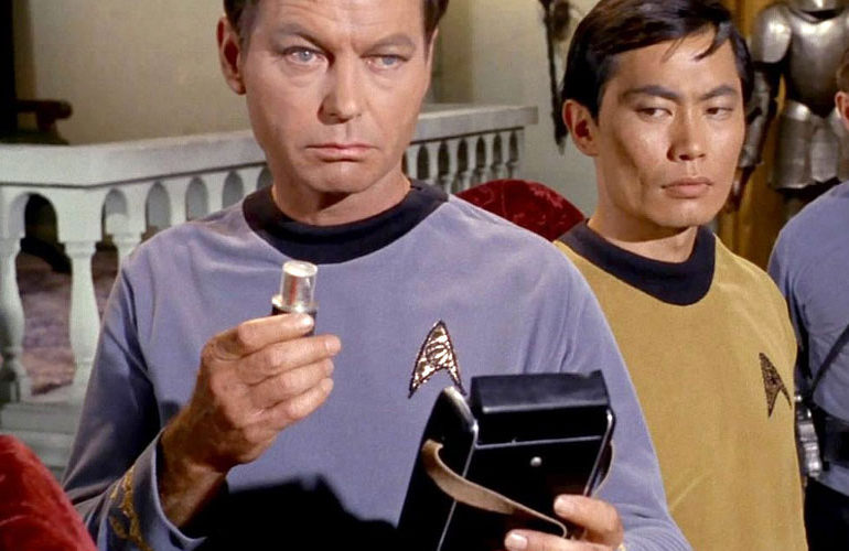 bones-mccoy-medical-tricorder-770x500