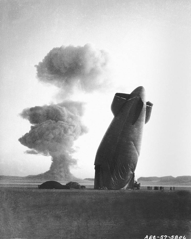 goodyear-blimp-nuclear-test