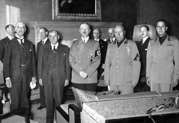 hitler-posing-group-of-men