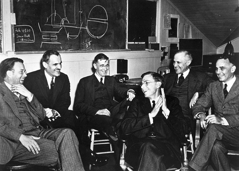 Lawrence_Compton_Bush_Conant_Compton_Loomis_83d40m_March_1940_meeting_UCB