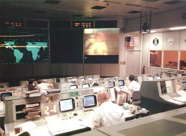 Mission_Operations_Control_Room_during_Apollo_13