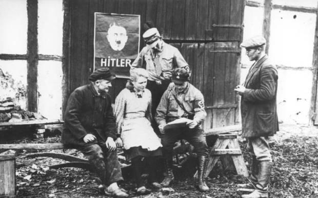 nazis-convincing-a-voter