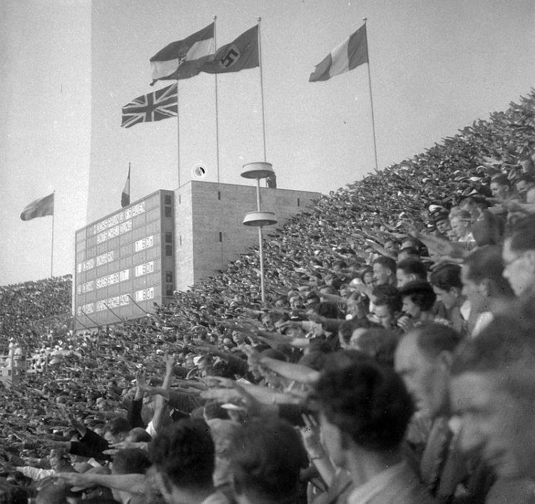 Olimpiai_Stadion,_a_női_magasugrás_eredményhirdetése_(1._Csák_Ibolya,_Magyarország)._Fortepan_17417