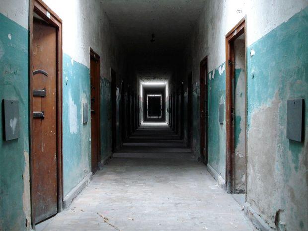 1024px-Dachau_Bunker