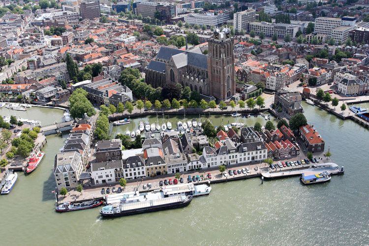 1200px-Dordrecht_luchtfoto_01