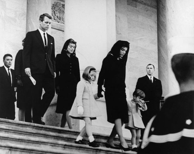 800px-jfks_family_leaves_capitol_after_his_funeral_1963