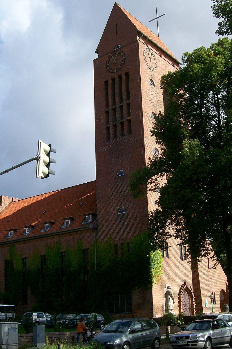 800px-LutherkircheLübeck