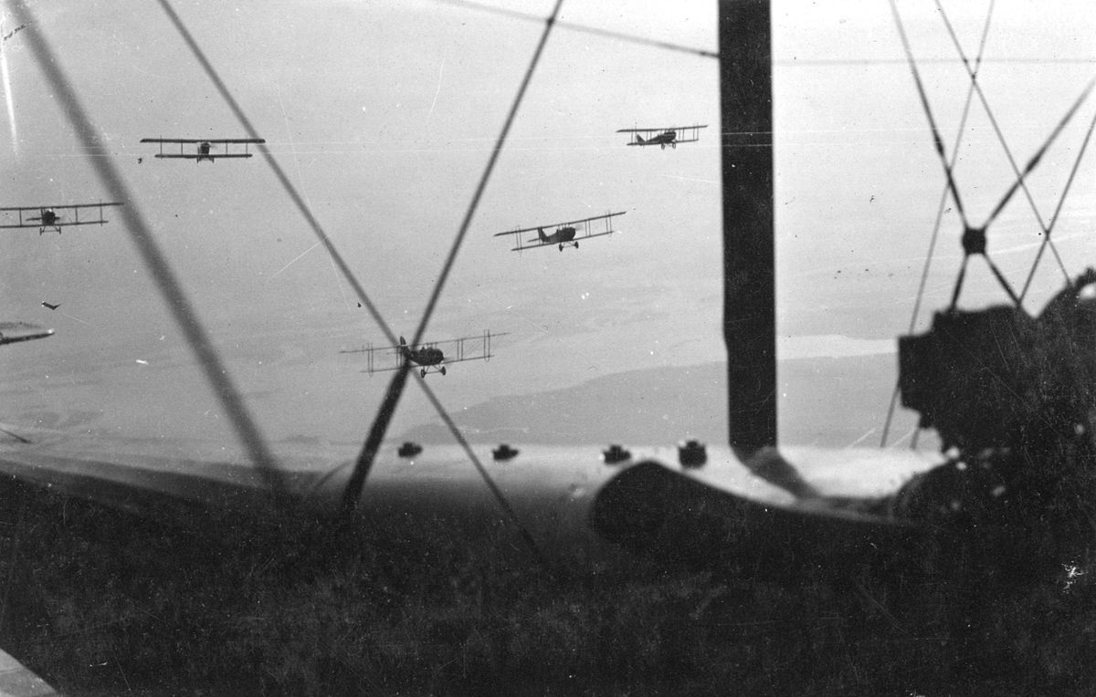 A squadron of U.S. Curtis aircraft in flight, circa 1917.