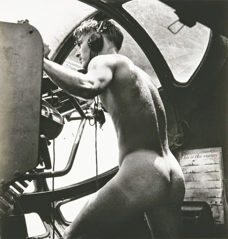 Naked gunner, Rescue at Rabaul, 1944