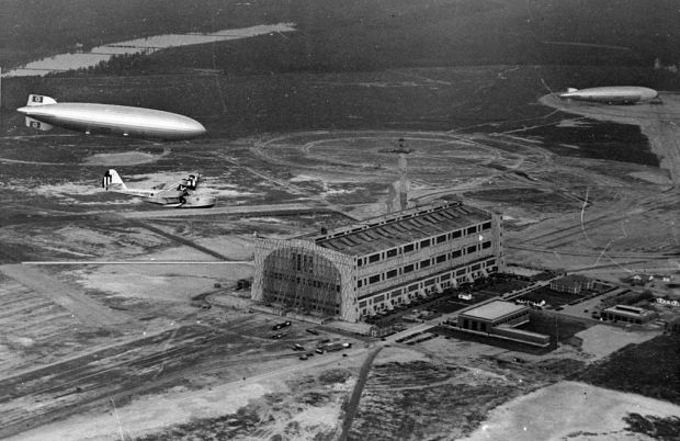 1024px-LZ_129_Hindenburg_with_RD-4_over_Lakehurst_May_1936
