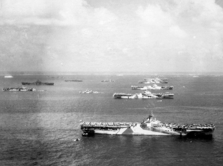 1024px-Murderers_row_at_Ulithi_Atoll_-_US_Third_fleet_carriers_at_anchor_on_8_December_1944_(80-G-294131)