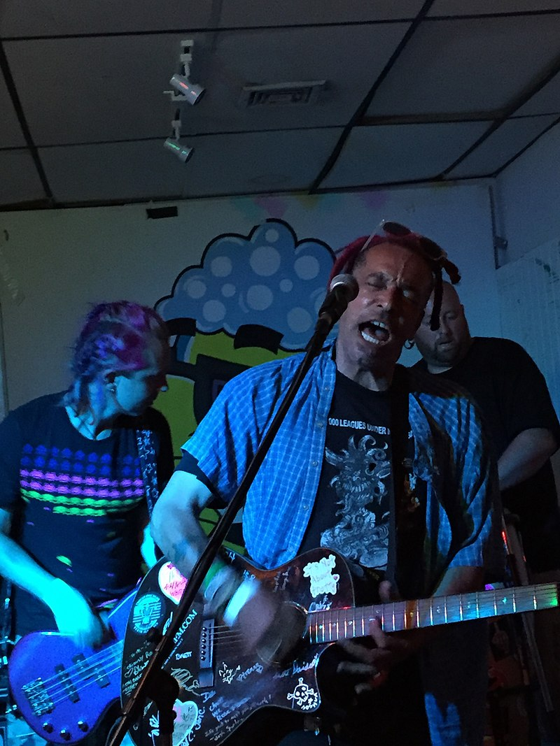 800px-Chuck_Mosley_performing_in_New_York_-_July_22,_2017