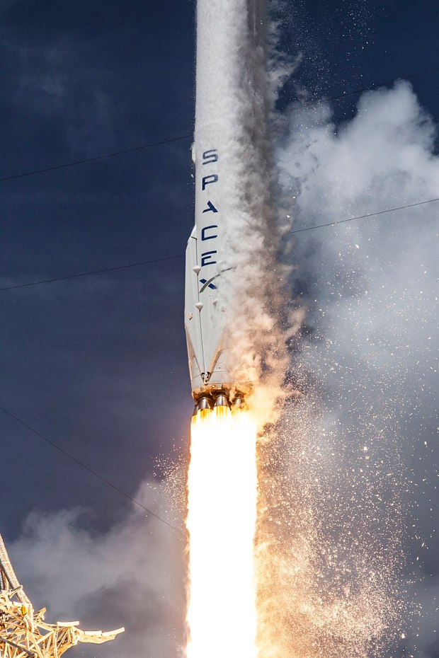 800px-Launch_of_Falcon_9_carrying_ORBCOMM_OG2-M1_(16601442698)