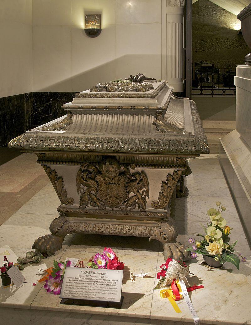 800px-Sarcophagus_Elisabeth_Sisi_Kapuzinergruft_Vienna