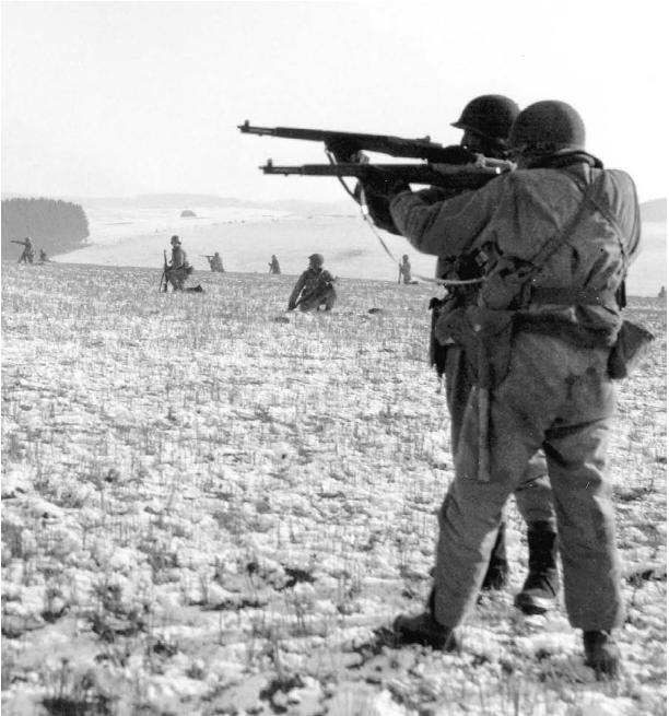 Infantry_near_Bastogne