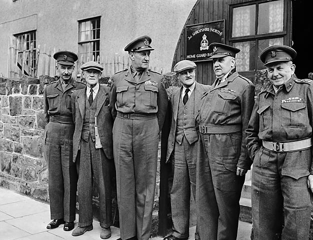 Lt_Gen_Lashner_G_Whistler_(General_Officer_Commanding-in-Chief_of_the_Western_Command)_with_local_Home_Guard_commanders_at_Oswestry_(5470501779)