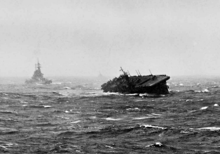 USS_Langley_(CVL-27)_and_battleship_in_typhoon_1944