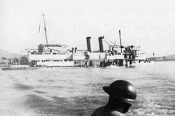 USS_Panay_sinking_after_Japanese_air_attack