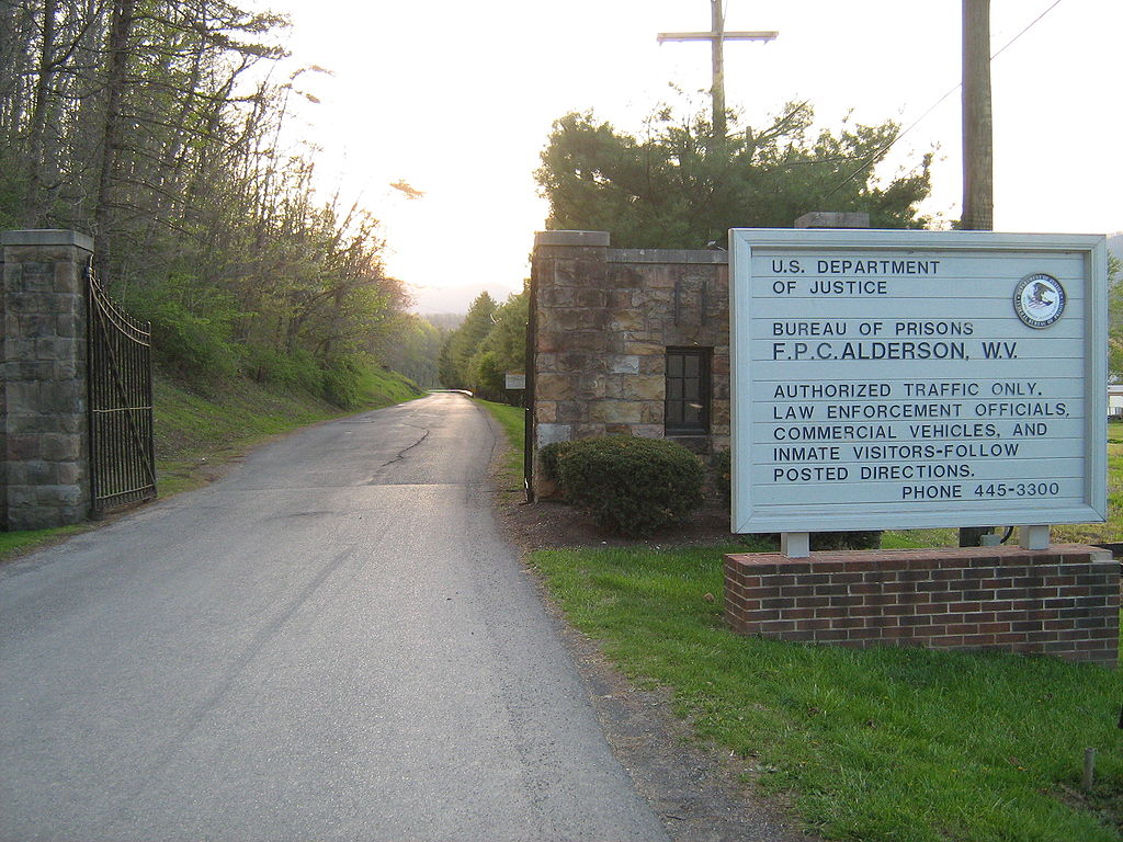 1024px-Alderson_Federal_Prison_Camp_entrance