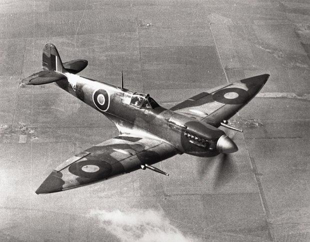 800px-Spitfire_VII_Langley_USA